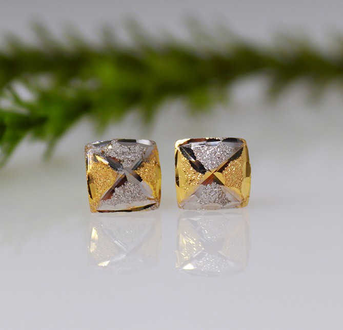 9ct Square style earrings