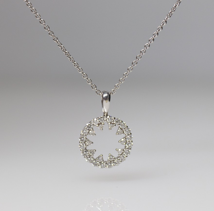 9ct white gold diamond pendant & chain