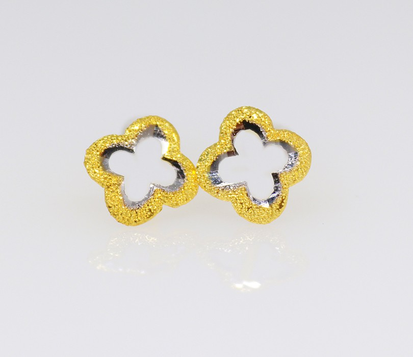 18ct yellow gold flower style