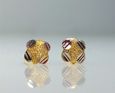 9ct gold Cushion style studs