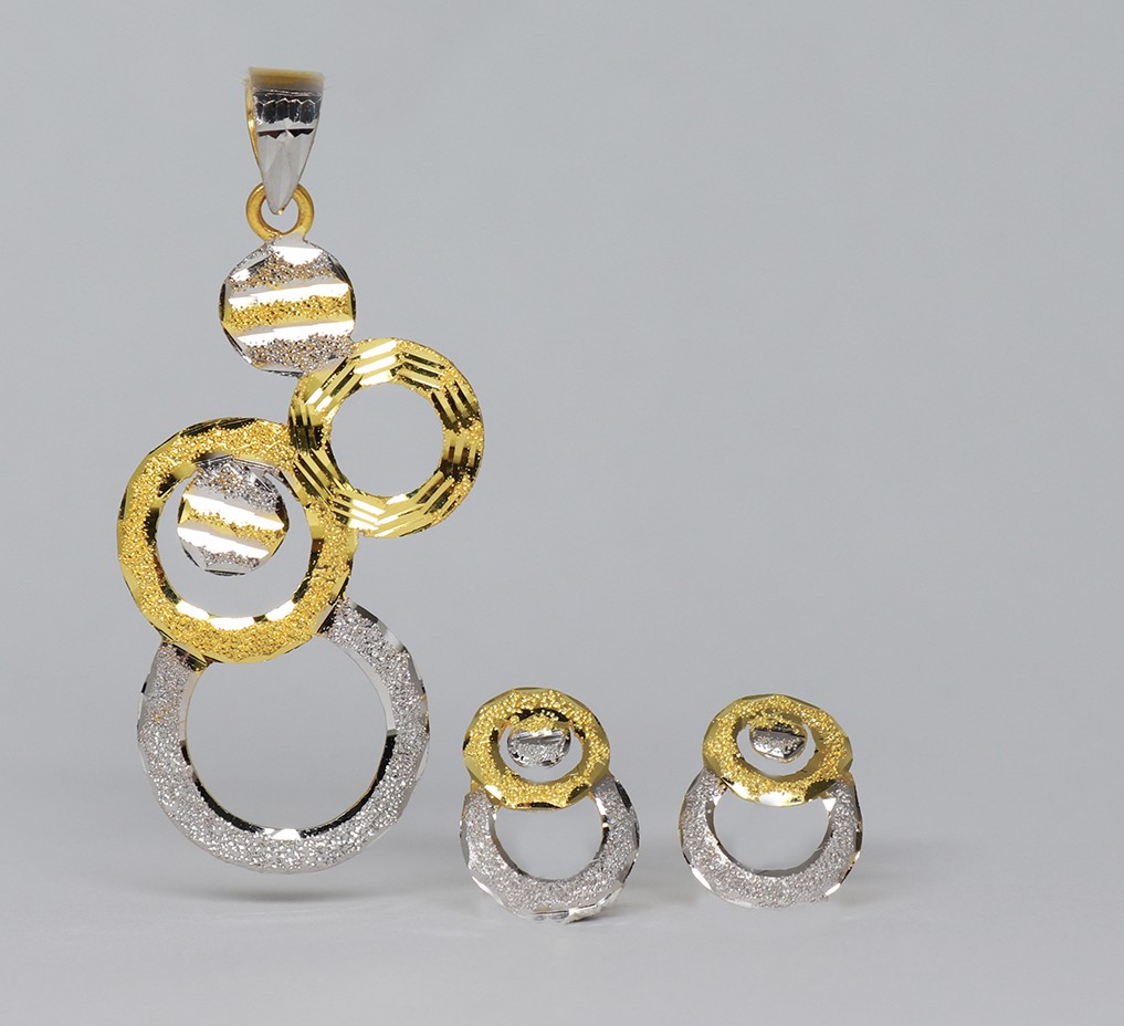 18ct gold pendant & earring set